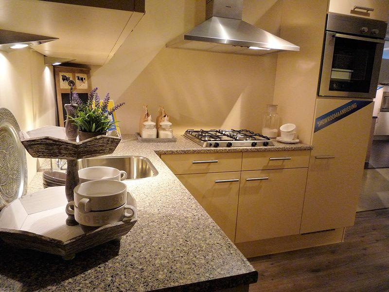 de grootste en voordeligste keukenwinkel van nederland pia sahara 38598. Black Bedroom Furniture Sets. Home Design Ideas